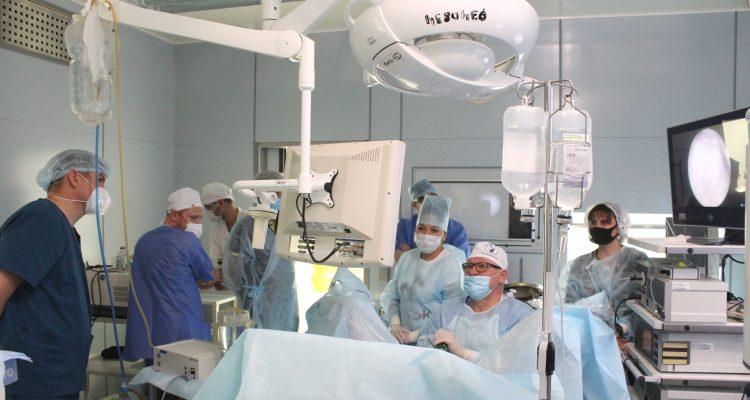 Ведущие эндоурологи России провели показательные операции в Александро-Мариинской областной клинической больнице