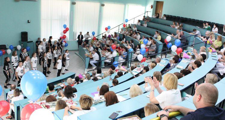 В АМОКБ прошел праздничный концерт, посвященный Дню медицинского работника