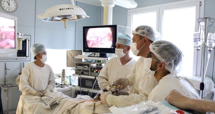 Урологи Александро-Мариинской больницы впервые в регионе провели пересадку мочеточника в мочевой пузырь лапароскопическим доступом